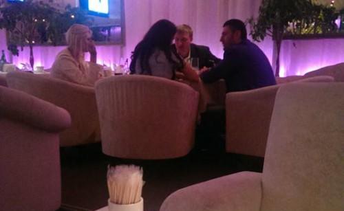 На фото в ресторане министр Петренко, олигарх Бахматюк и две валютные проститутки